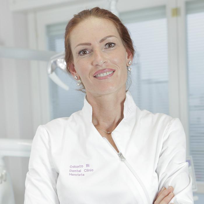 Henrietta Ozbalova | Responsabile area chirurgica | Equipe