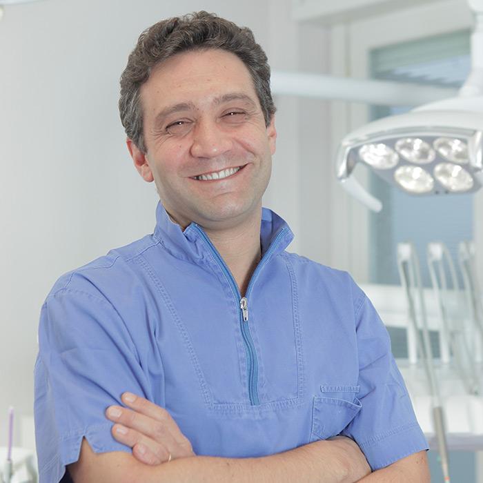 Dott. Luca Angaroni | Laureato in Odontoiatria e protesi dentaria | Equipe