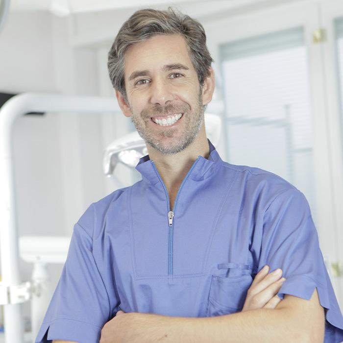 Dott. Stefano Ottobrelli | Specialista in Odontoiatria e protesi dentariaimplantologia e chirurgia | Equipe